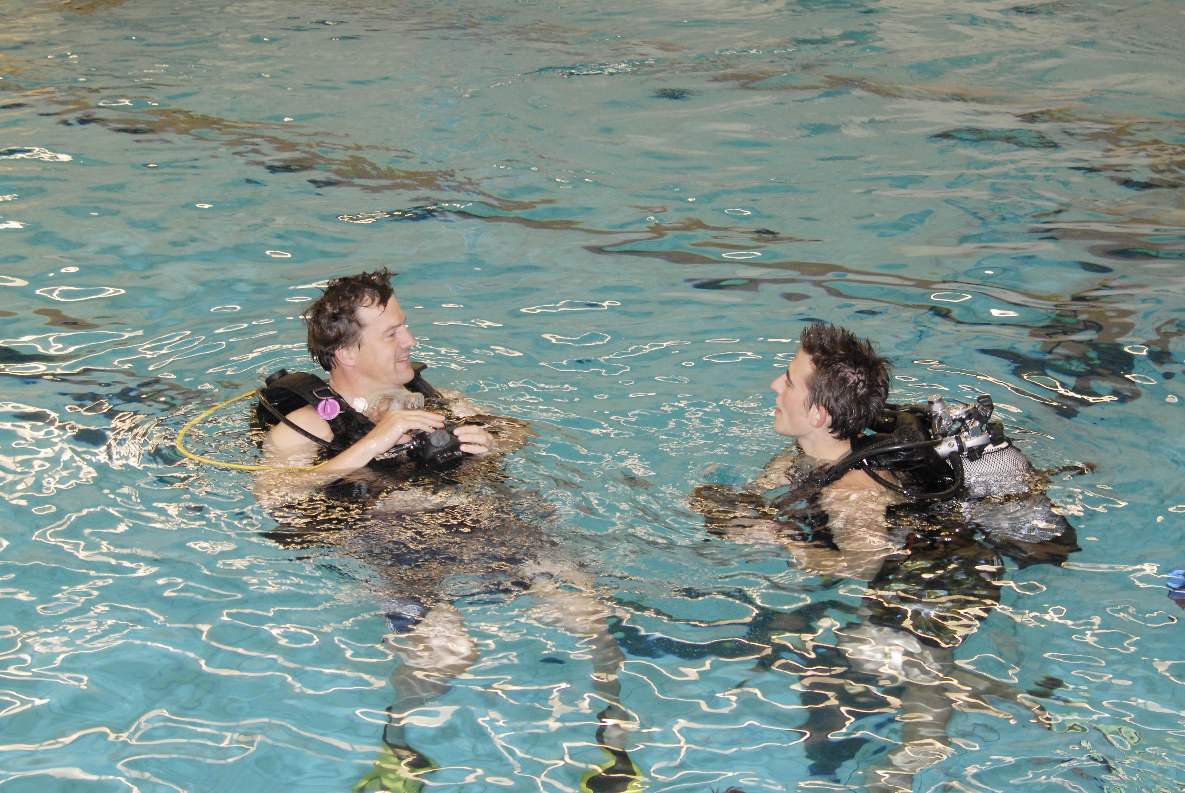 Zwembadtraining duikvereniging get wet den haag
